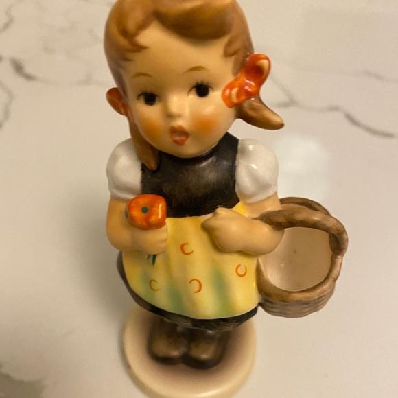 Sister Hummel-Goebel figurine #95